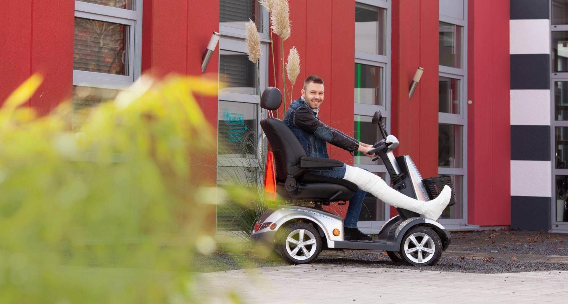 Rollstuhlfahrer mobil unterwegs